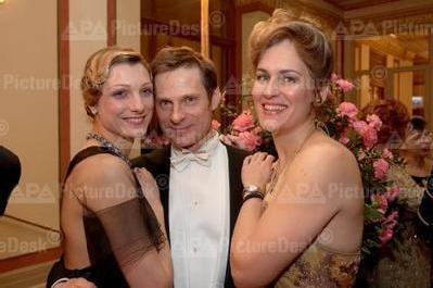 Scrapboook_Simon__Zenaida_and_Norin_Shade_Vienna_Ball_2006_4